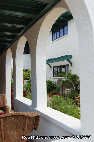 Arches of front veranda - The 1906 Lodge at Coronado Beach