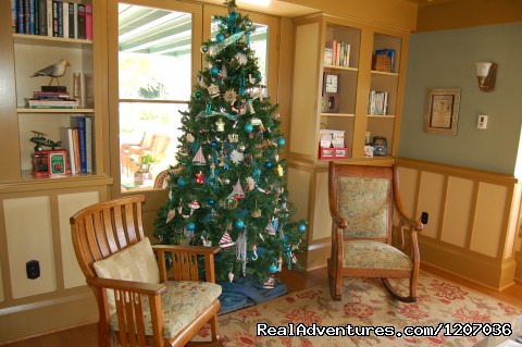 Christmas in the parlor - The 1906 Lodge at Coronado Beach