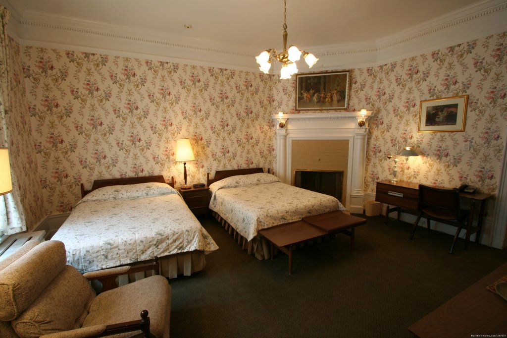 Two double beds with garden view | Image #2/6 | Old Quebec elegant small hotel