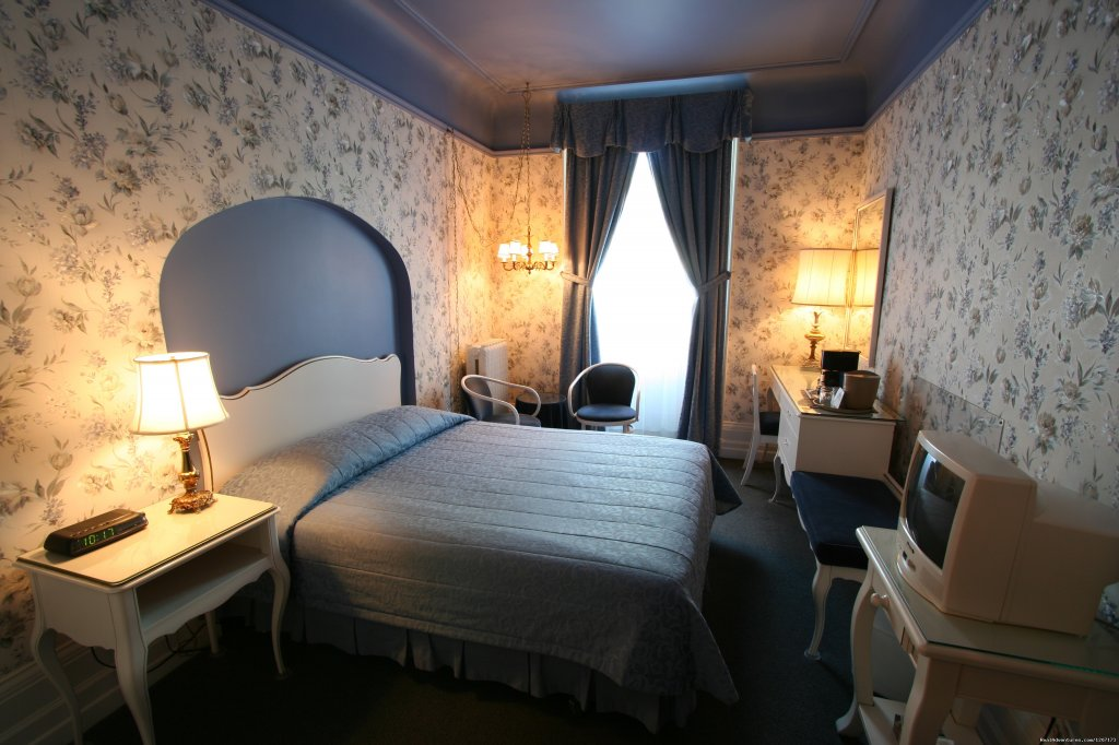 Queen bed and private balcony with front view | Image #3/6 | Old Quebec elegant small hotel