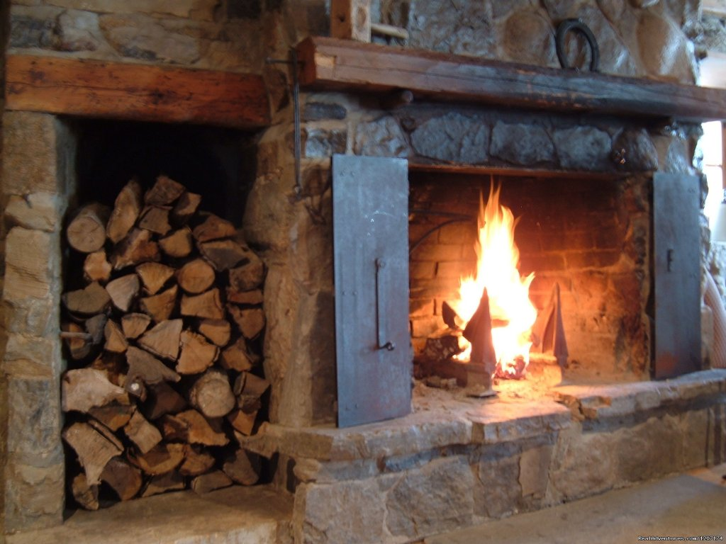 Real wood-burning fireplaces | Image #9/13 | Large Country Homes rental near Quebec City Canada
