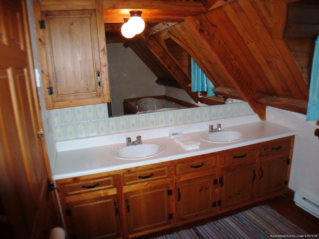 Double Jacuzzi in 1 of the bathrooms. | Image #11/13 | Large Country Homes rental near Quebec City Canada