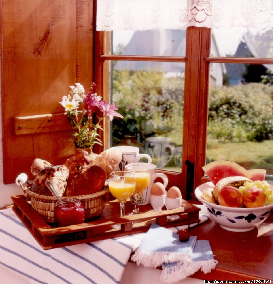 Breakfast time at the Ricard House. | Image #13/13 | Large Country Homes rental near Quebec City Canada