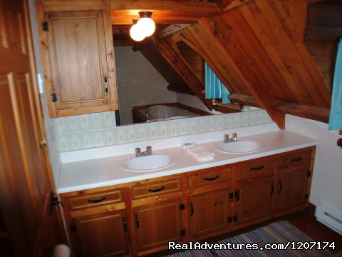 Double Jacuzzi in 1 of the bathrooms. - Large Country Homes near Quebec City, Canada