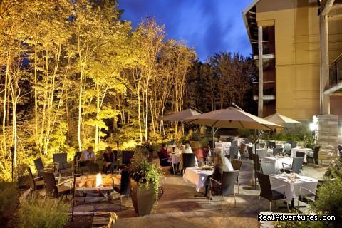 La Traite Le Restaurant's terrace - Hôtel-Musée Premières Nations