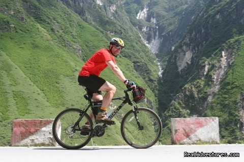 China Bike Tours, Tour de China tiger leaping gorge cycling