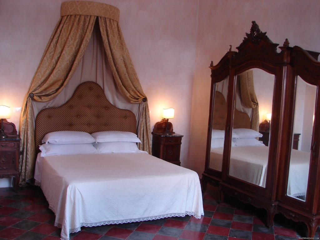 bedroom 2 | Image #4/20 | Romantic hideaway at Villa Magnolia Italy