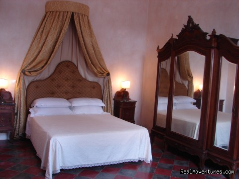 bedroom 2 - Romantic hideaway at Villa Magnolia Italy