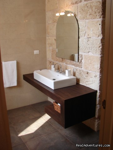 bathroom - Romantic hideaway at Villa Magnolia Italy