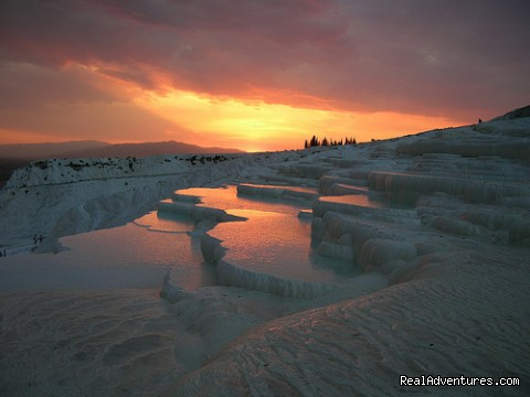 EXPLORE PAMUKKALE & HIERAPOLIS - Turkey Tours