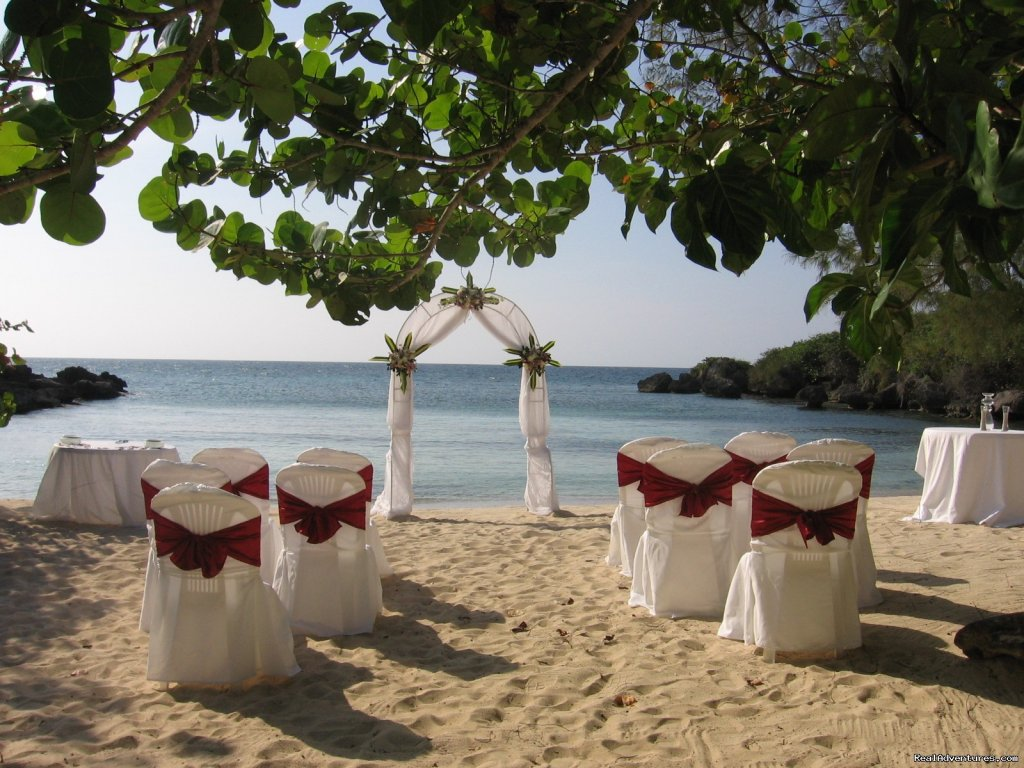 Tropical Beach Location | Image #1/7 | Ocho Rios, Jamaica | Destination Weddings & Coordinators | Tropical Weddings Jamaica