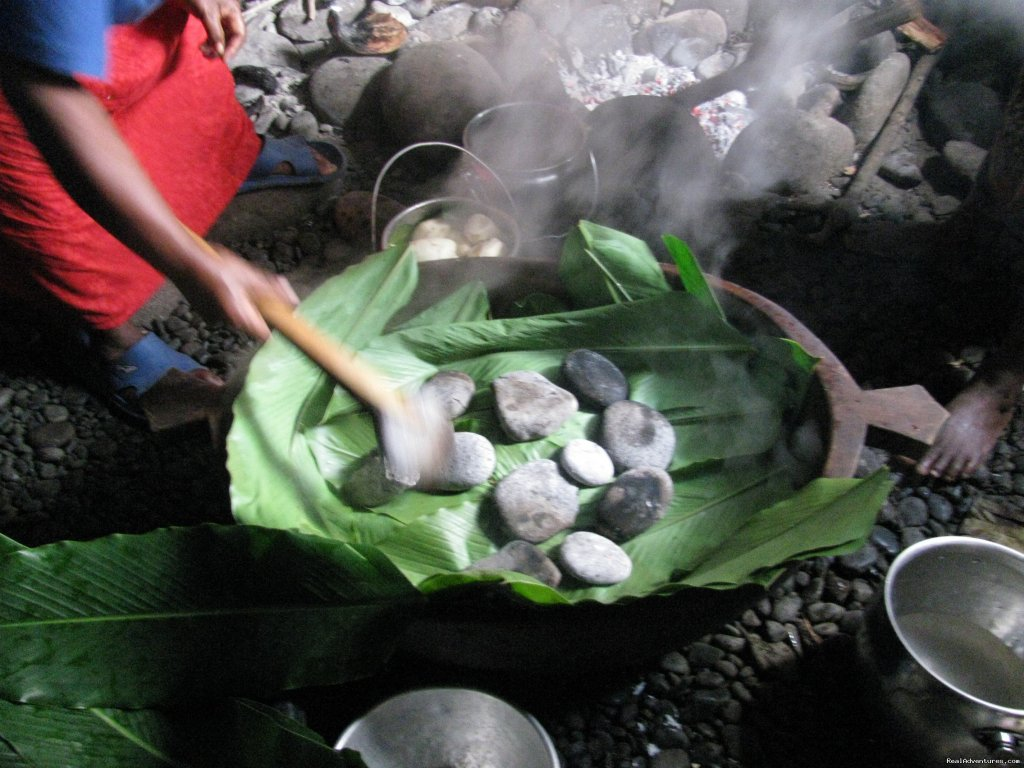 Cook in Wooden Bowl (Popo) using red hot stones | Image #9/14 | Villagestay & Trekking in Solomon Islands.