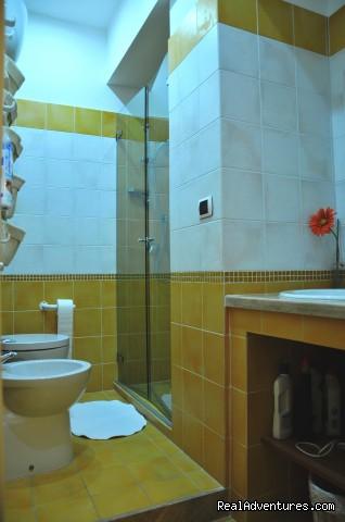 The Bathroom (#4 of 10) - B&B Naples Italy Last Minute La Bouganville