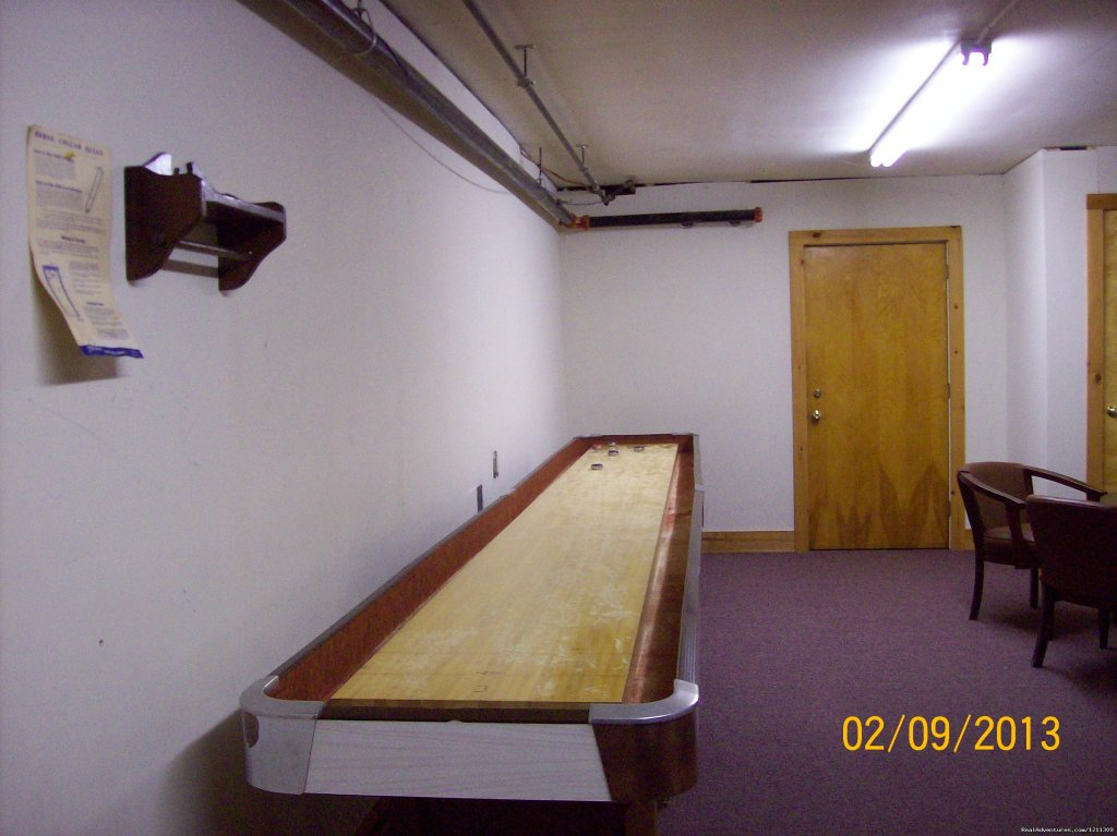Shuffleboard Table | Image #11/19 | The Chalet Motel