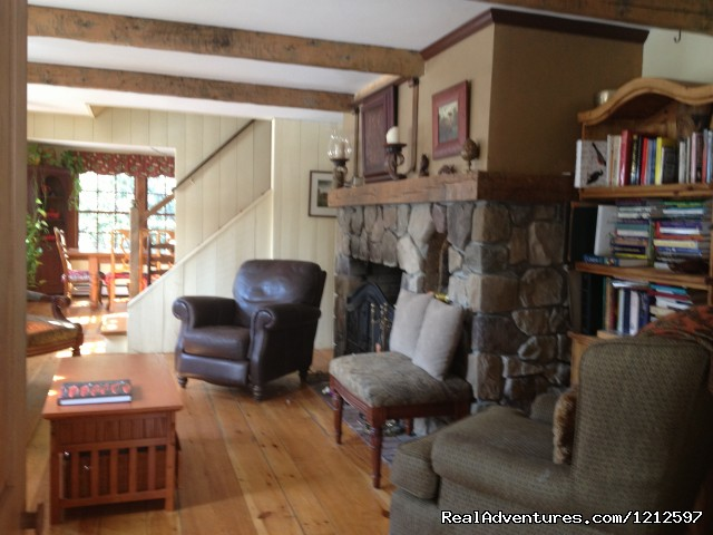 Livingroom - Sea Bass Cottage - Walking Distance to Ocean