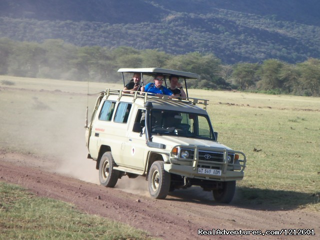 World Tours Safari Vehicle in after Nabi Gate - 5 Days 4 Nights Luxury Lodge Safari Experience