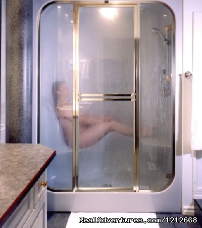 Country Charm Resort - 2-Person Steam Shower - Country Charm Romantic Resort