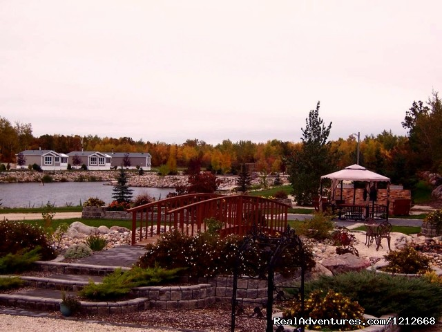Country Charm Resort - In The Fall Time - Country Charm Romantic Resort