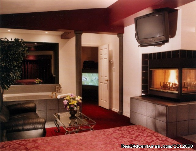 Country Charm Resort - Cabin 3 - 3d Theater Room - Country Charm Romantic Resort