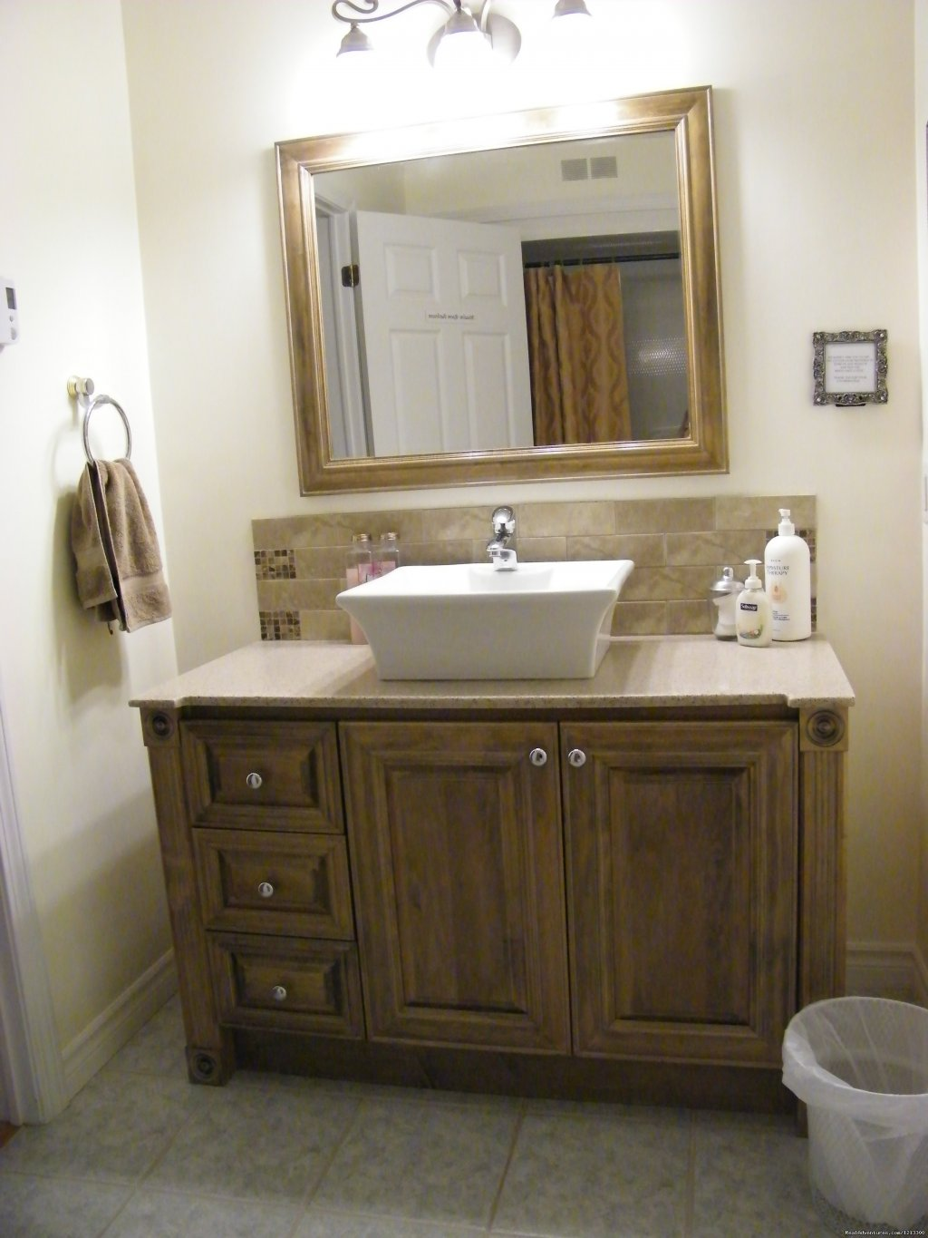 The meadow bathroom | Image #3/19 | Warm english hospitality at Coverdale B&B