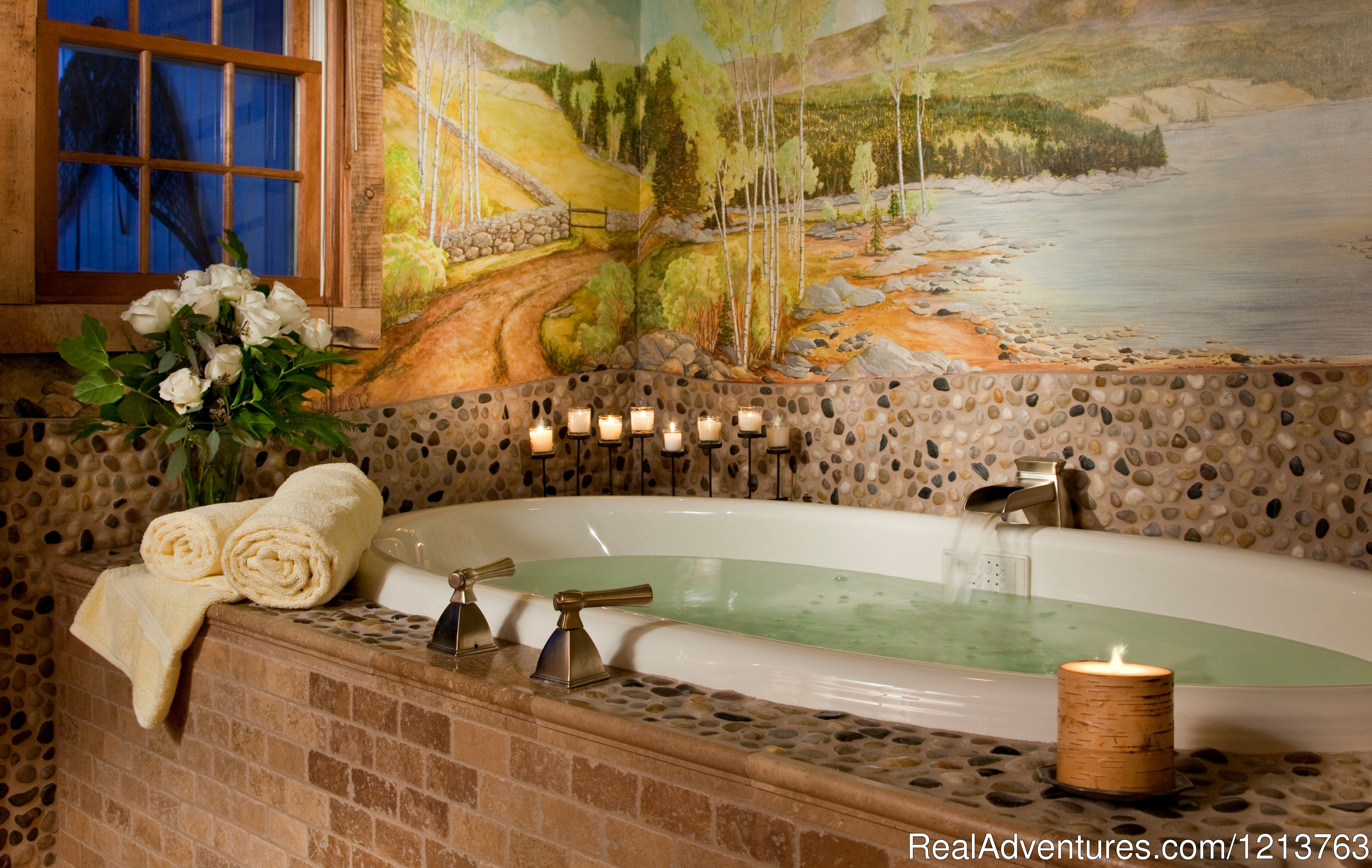 Baxter Room, Carriage House, Whirlpool Tub | Image #12/13 | Captain Jefferds Inn
