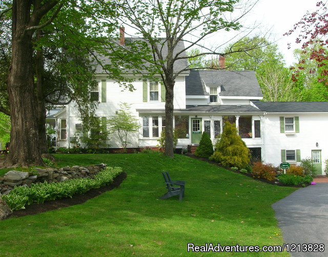 Walk to lobster restaurants from White Cedar Inn Freeport, Maine Bed & Breakfasts