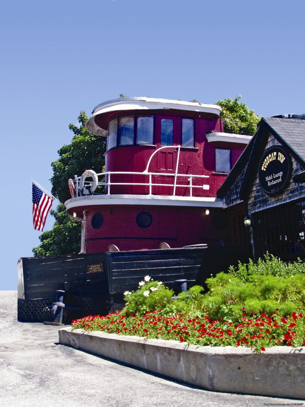 Tugboat Inn Restaurant | Image #3/17 | Getaway to the Coast at the Tugboat Inn