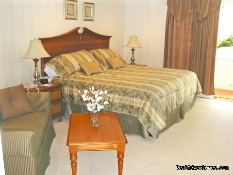 Deluxe King Room (#5 of 6) - Village Cove Inn