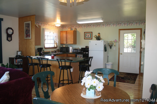 Kitchen - Ellsworth Hummingbird Hide-Away Cottage