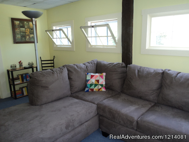 Queen size sleep sofa - Apartment rental on 9 acres close to ocean