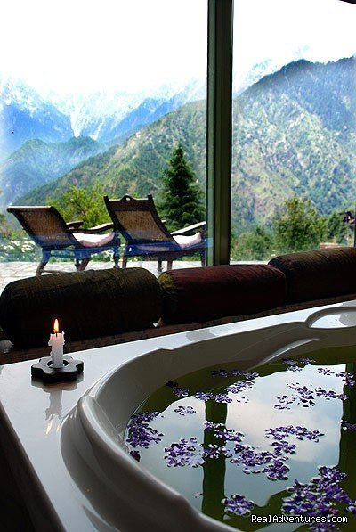 Craven Cottage Room, 'Raja's' Bathroom | Image #6/19 | Himalayan nature resort at Eagles Nest India