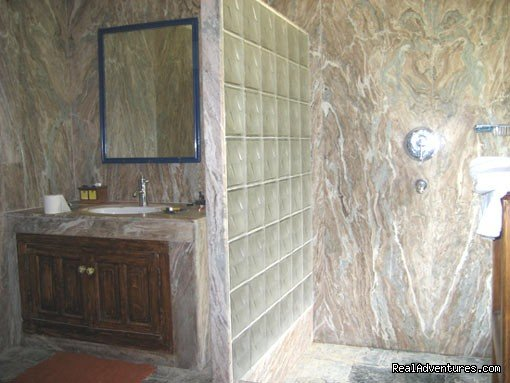 bathroom | Image #11/19 | Himalayan nature resort at Eagles Nest India