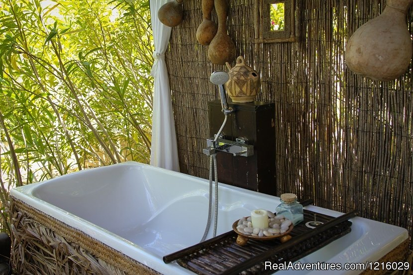 Casa Pino outdoor bath | Image #9/26 | Luxurious and Private Retreat for Romantic Getaway