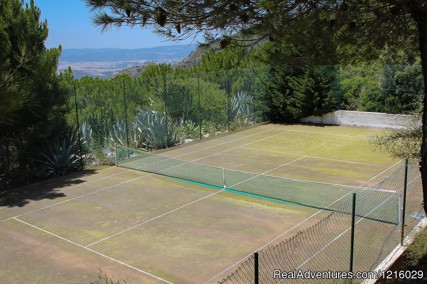 tennis court | Image #10/26 | Luxurious and Private Retreat for Romantic Getaway