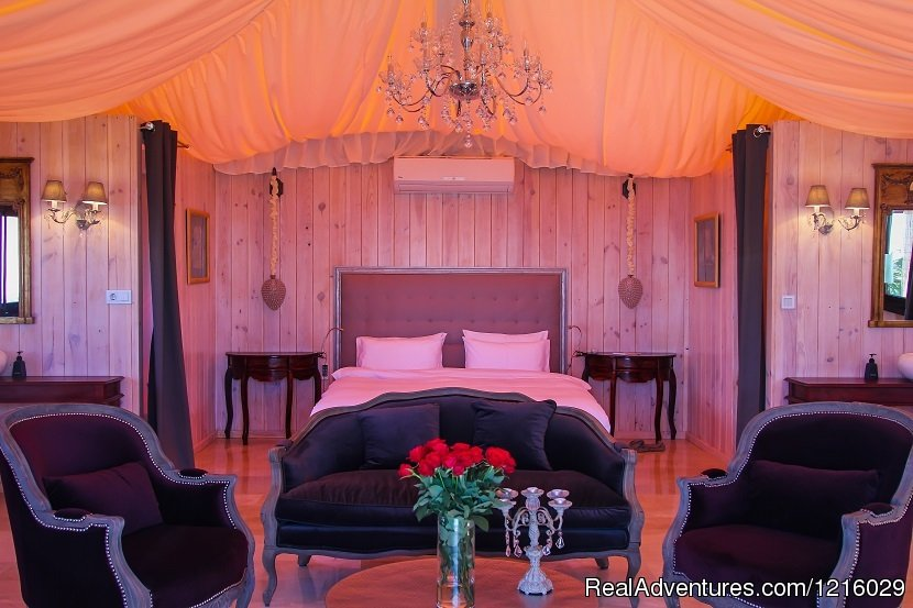 Royal Tent bedroom | Image #2/26 | Luxurious and Private Retreat for Romantic Getaway