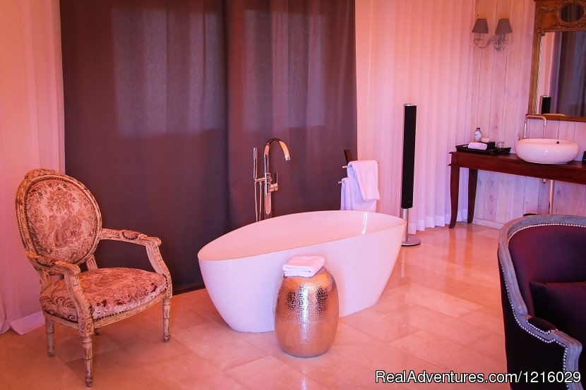 Royal Tent bath | Image #12/26 | Luxurious and Private Retreat for Romantic Getaway