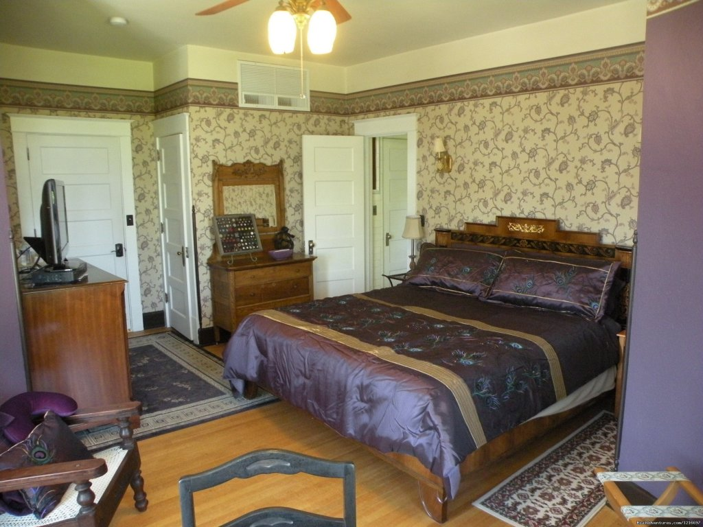 Turret Room | Image #9/17 | Historic Rosedell Bed & Breakfast