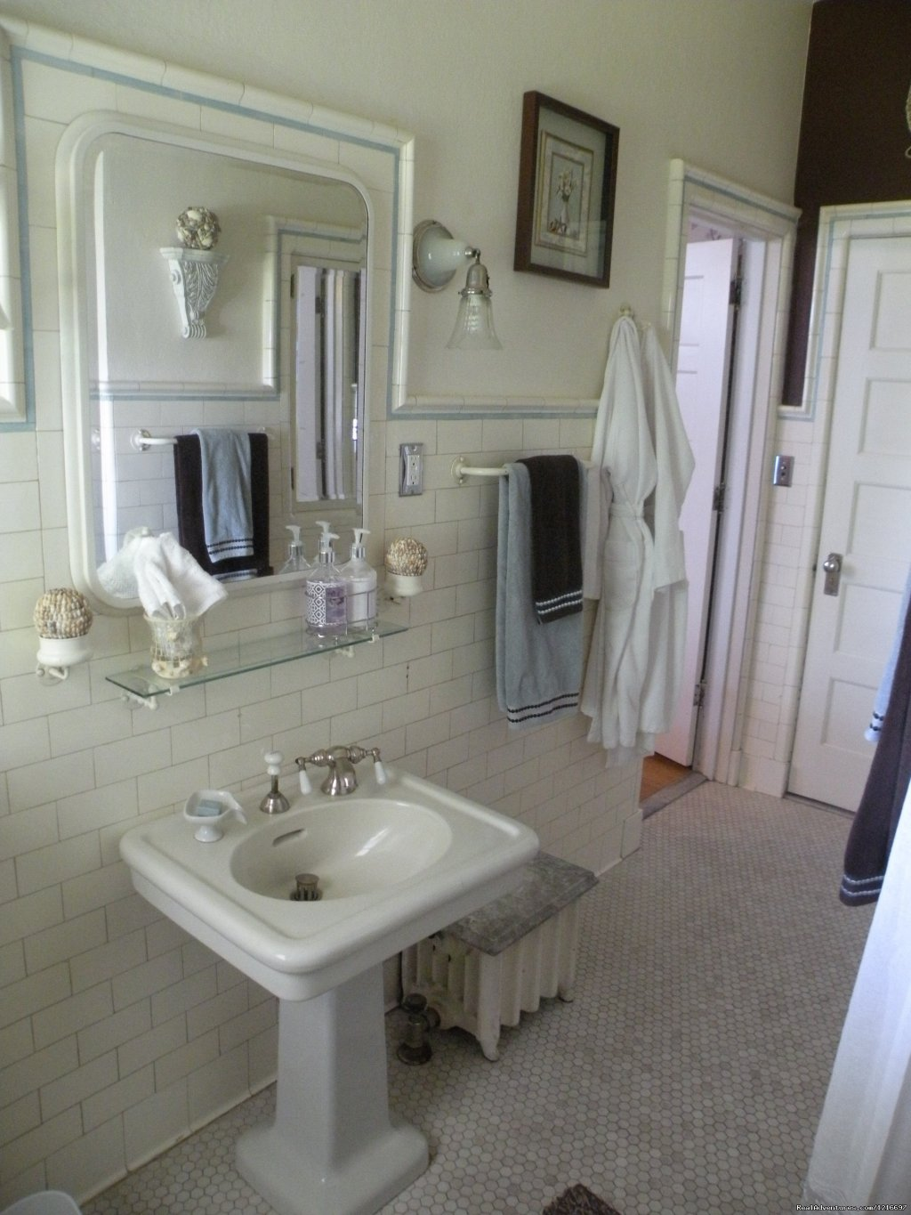 Turret Room | Image #10/17 | Historic Rosedell Bed & Breakfast