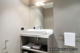 modern bathrooms - Celestion Waldorf Apartments hotel Auckland