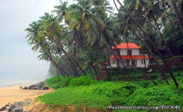 Ocean Hues Beach House is a picturesque sea facing vacation rental, ideal for a seaside getaway, in Kannur, a town in Kerala. It has tastefully furnished a/c rooms, with a sea view, in a quiet, homely ambience, unlike commercialized resorts & hotels.