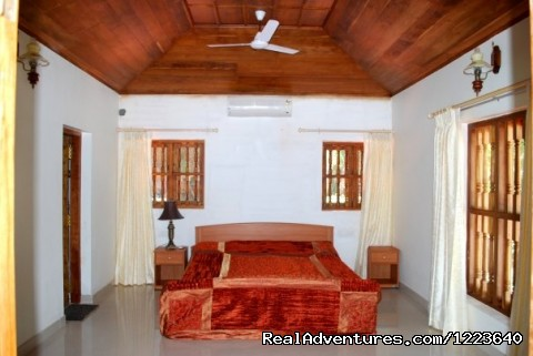Furnished a/c bedrooms with a sea view - Ocean Hues Beach House - Seaside Holiday in Kerala