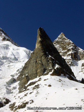- K2 Base Camp Gondogoro-La Trek
