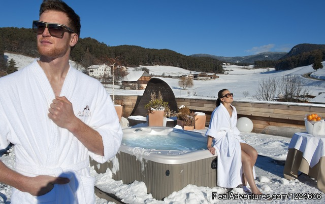 Hot whirlpool on the roof garden - Abinea Dolomiti Romantic Hotel in Italy