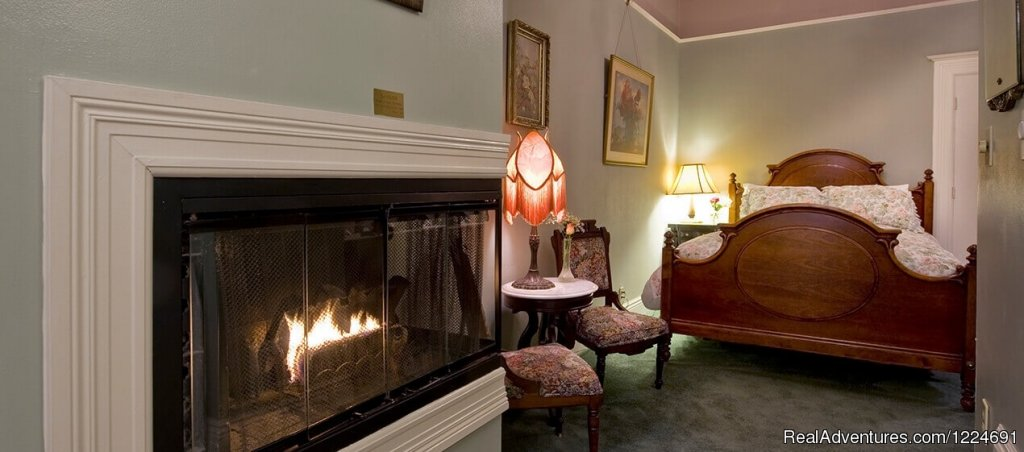 Medium-sized Room 45, Hallway, Fireplace, Bed | Image #20/26 | Romantic b&b in San Francisco at Inn SF