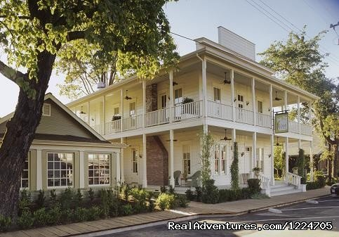 This fully restored 1890s hotel, together with the Blue Wing Saloon Restaurant, is considered the best accommodation and nicest restaurant in Lake County.
