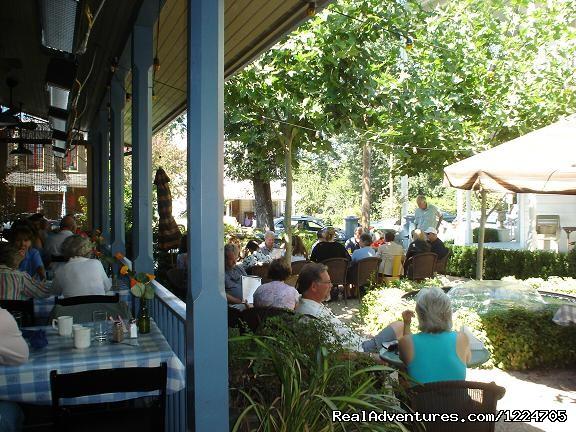 Dining in the Tallman gardens - Tallman Hotel