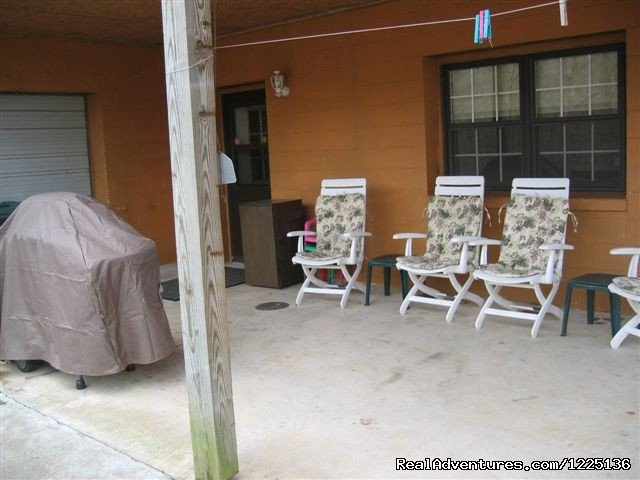 Covered patio w/chairs/propane grill | Image #19/24 | Kentucky Lake Log Home
