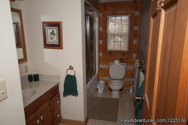 Upper bathroom - Kentucky Lake Log Home
