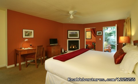 Romantic Wine Country, Spa and Redwoods Getaway: Courtyard Deluxe Suite