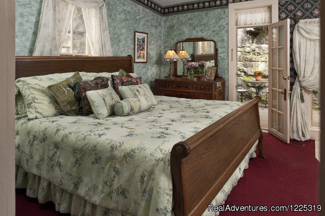 Tennyson's Bedroom - Cliff Cottage B&B Luxury Suites/Historic Cottages